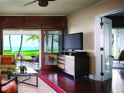 Luxury Beach Front Suite - Crescent Wing