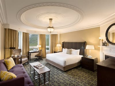 Signature Mountain View Room