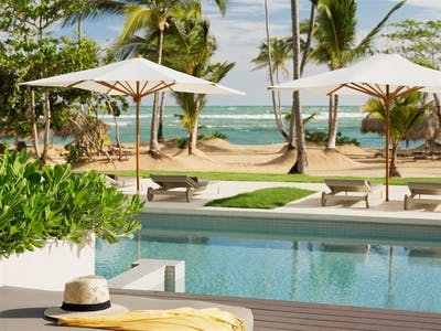 Excellence Club Beachfront Honeymoon Swim-Up Suite