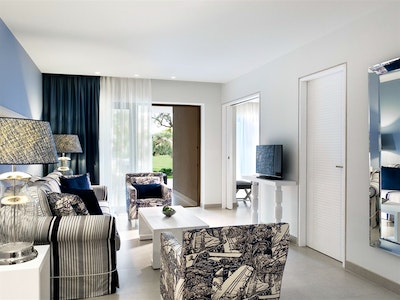 Junior Bungalow Suite with Balcony or Garden and Sea View
