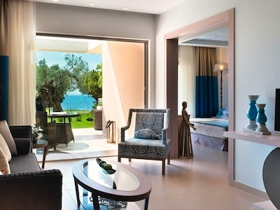 Deluxe One and Two Bedroom Bungalow Suites