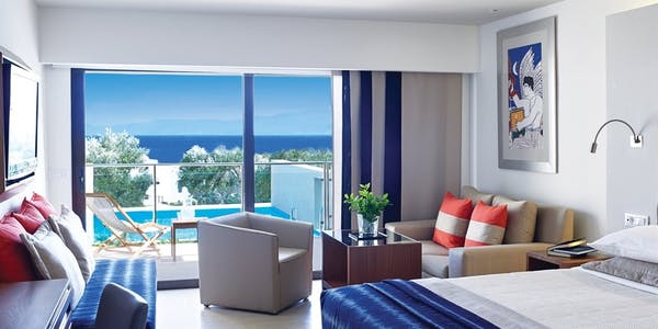 Porto Sea View Rooms with Shared Pool or Porto Sea View Superior Rooms with Private Pool