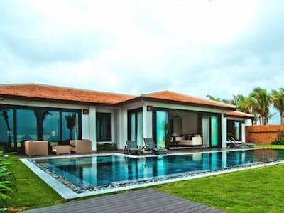 Grand Beach Villa (2 Units - 403 Sq/m)