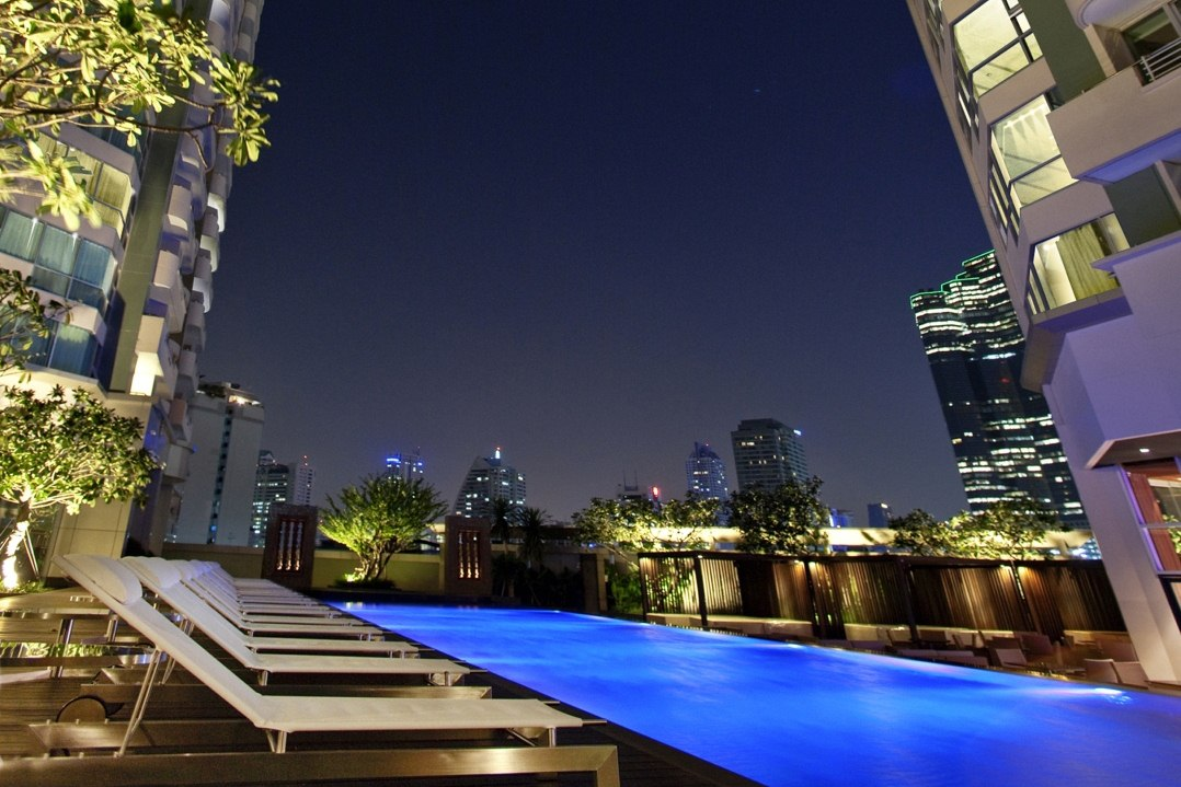 Swimming Pool at Anantara Bangkok Sathorn