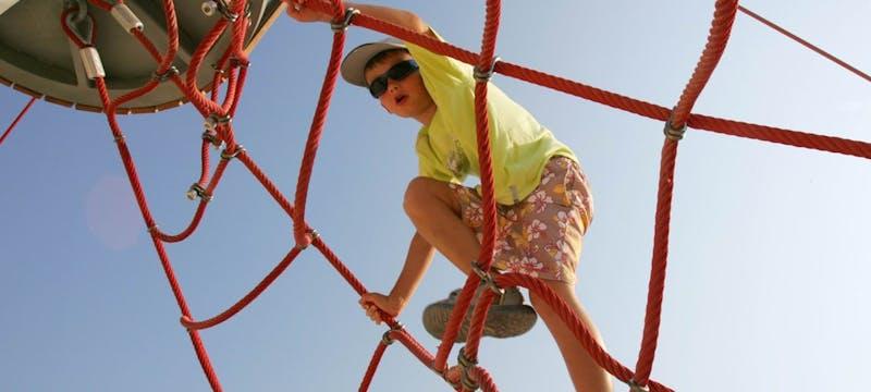 Kid's climbing frame