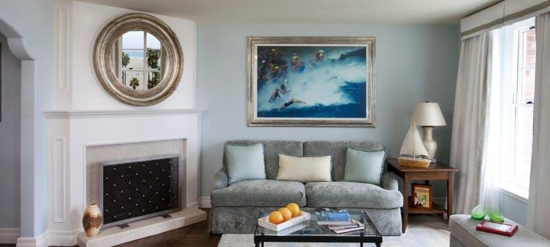 Lounge area in bedroom at Casa del Mar