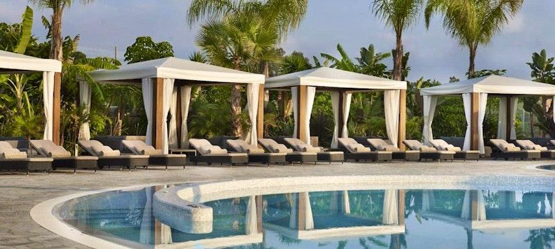 Dado Pool Cabanas