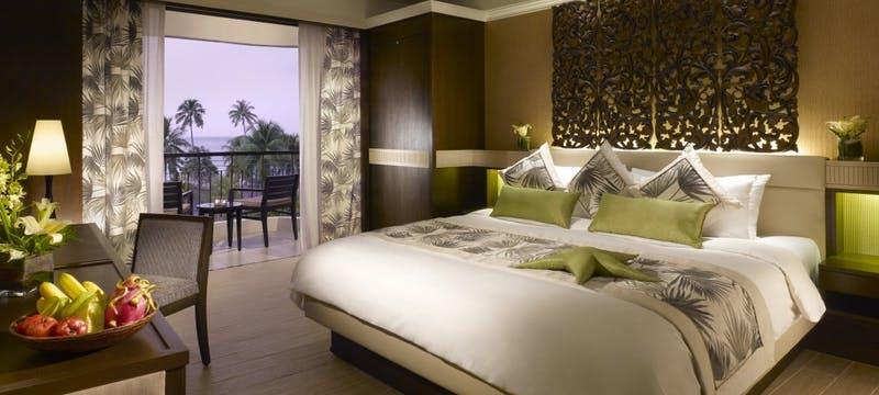 Deluxe Seafacing Room at Golden Sands Resort by Shangri-La