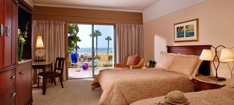 Double bedroom with ocean view at Harbor View Inn