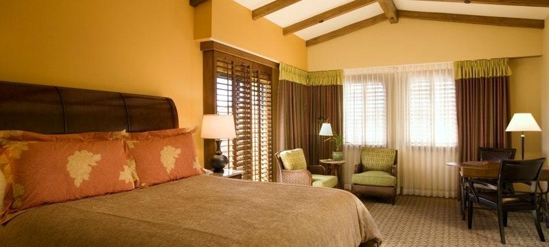 Bedroom at Harbor View Inn