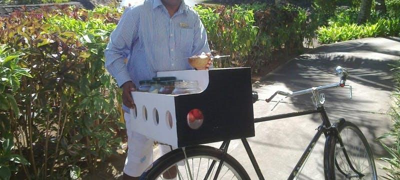 Complimentary mobile Mauritian snacks!