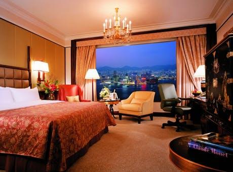 Deluxe Harbour View Room at Island Shangri La, Hong Kong