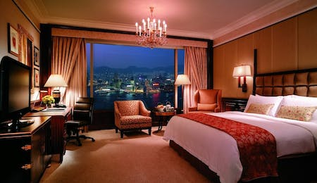 Horizon Harbour View Room at Island Shangri La, Hong Kong