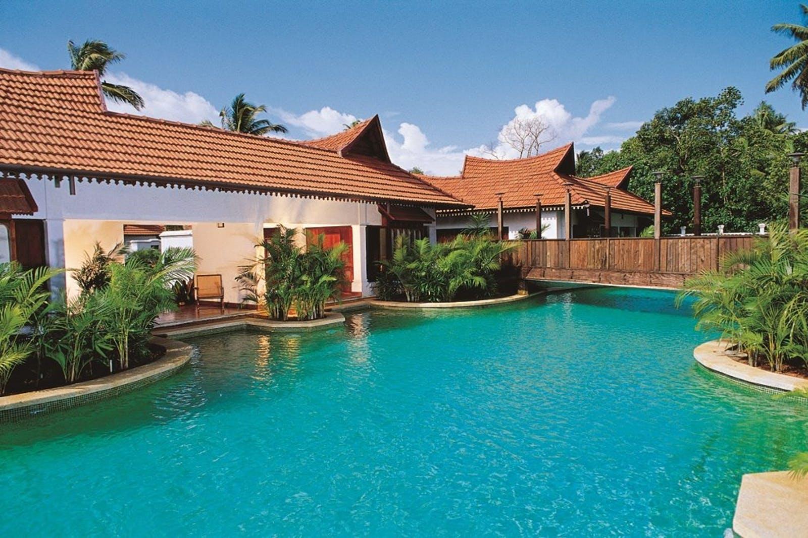 Kumarakom Lake Resort  Luxury India Hotel
