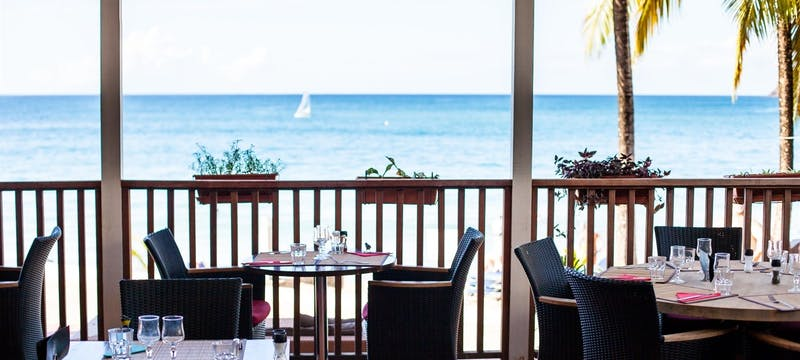Ocean side dining at Langley Resort Fort Royal