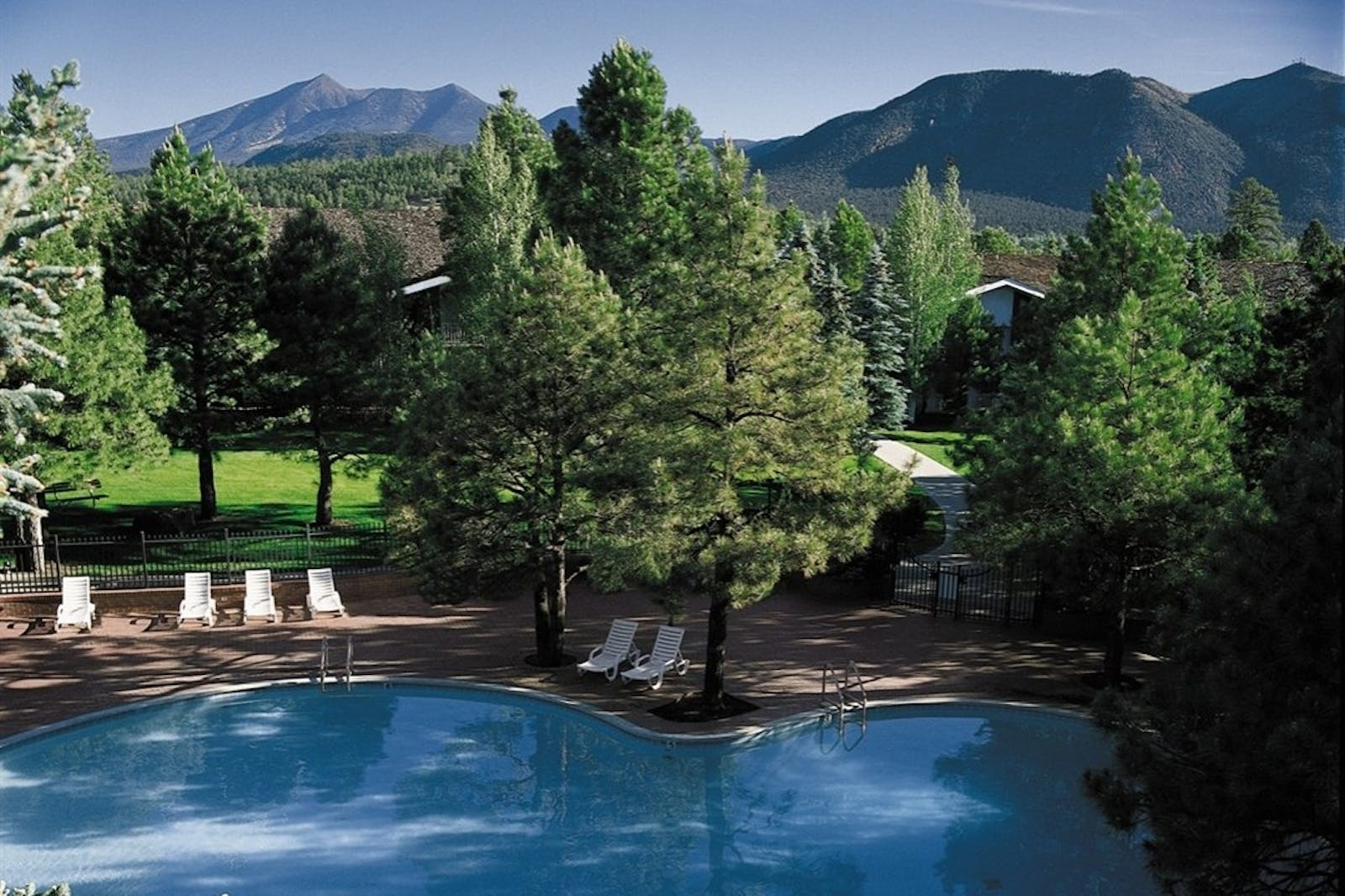 Swimming pool at Little America Hotel (Flagstaff)
