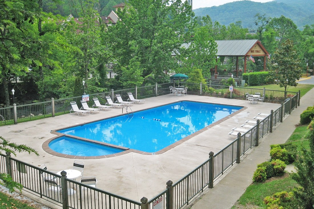 Swimming Pool at River Terrace Resort & Convention Center, Tenessee