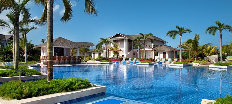 Swimming pool at Royalton Cayo Santa Maria