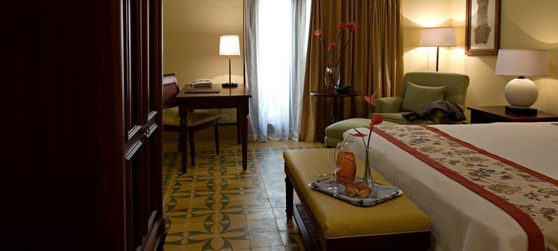 Deluxe Patio Colonial Room