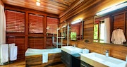 Zing-Zing Villa Bathroom