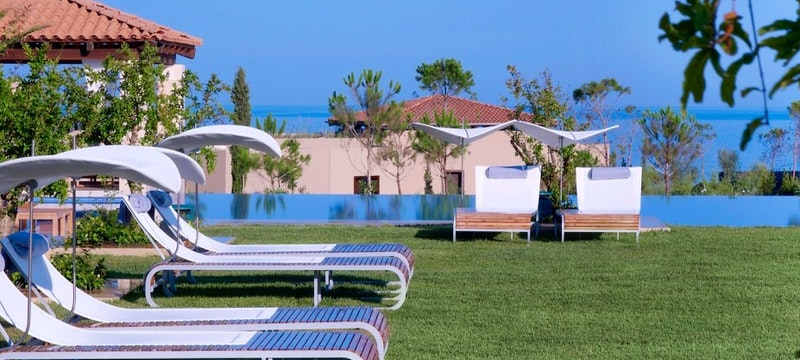 The Romanos, Pool deck