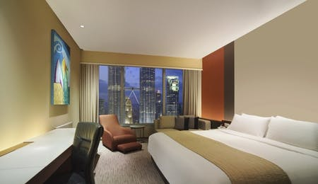 Deluxe Twin Towers View room at Traders Kuala Lumpur